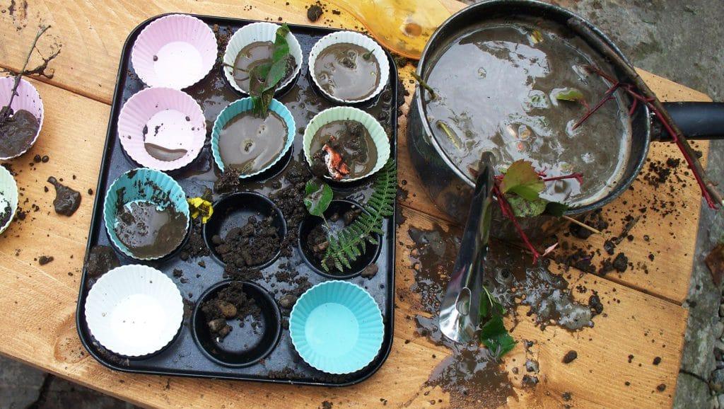 mud-kitchen-8-eg1